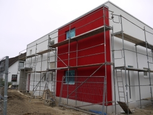 rot-weiße Hausfassade