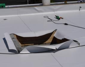 Dachfenster halb eingepackt