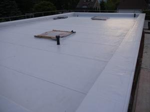 Fertiges Dach in der Abenddämmerung