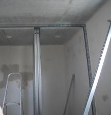 An der Decke falsch gebautes Ständerwerk im Bad