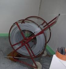 Rolle mit Rohrleitung für Bodenheizungsschleifen