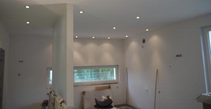Glaswand und Beleuchtungskonzept in der Küche