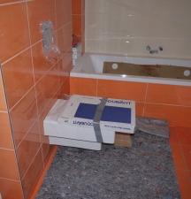 WC im kleinen Bad, Wanne eingefliest