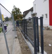 Bauzaun und richtiger Zaun