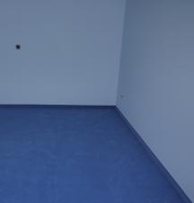 blaue Wände und blauer Teppich