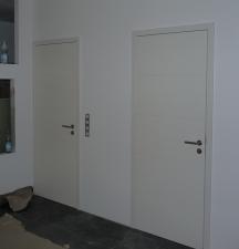links: Tür zum Arbeitszimmer, rechts: Tür zum HAR