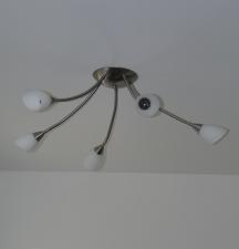 eine von zwei Lampen im Arbeitszimmer