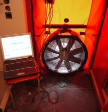 Innenansicht: Messlaptop und Ventilator