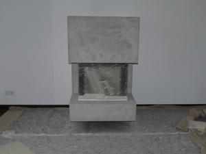 Kamin fertig verputzt, aber noch mit Schutzfolie vor der Scheibe