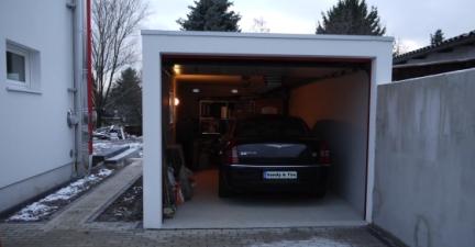 unser Auto hat es in die Garage geschafft
