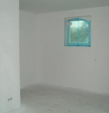 Wände ganz in weiß mit blauem Schimmer